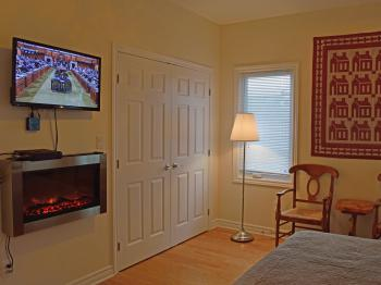 Guest Room  TV, Fireplace View