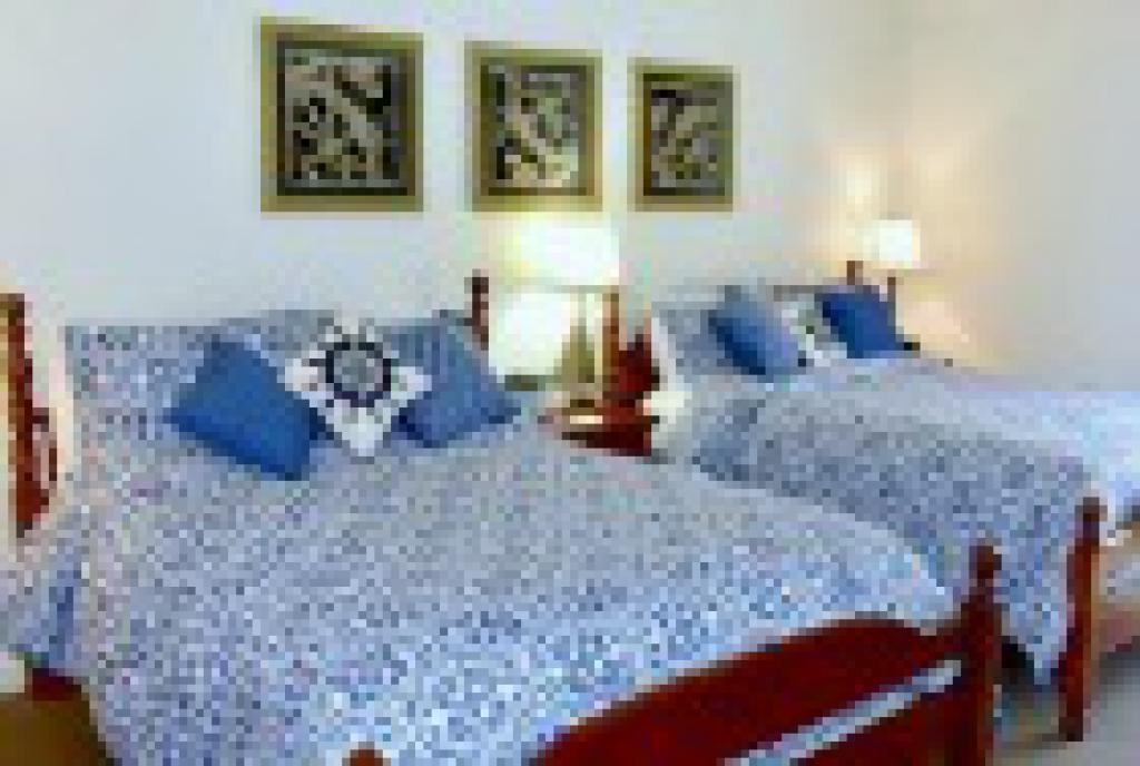Quad room-Ensuite-Standard-Devonshire Room 9
