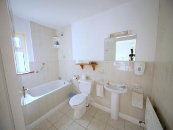 Room 4 En-suite Bathroom