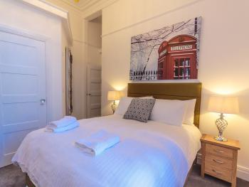 Apartment-Luxury-Ensuite with Shower-Street View-Lower ground floor