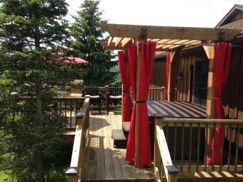 Mountain Breezes Room at Bear Meadows Lodge with private deck & hot tub