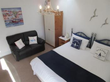 Large rear view room, en-suite, 6' super-king bed - Twin beds available