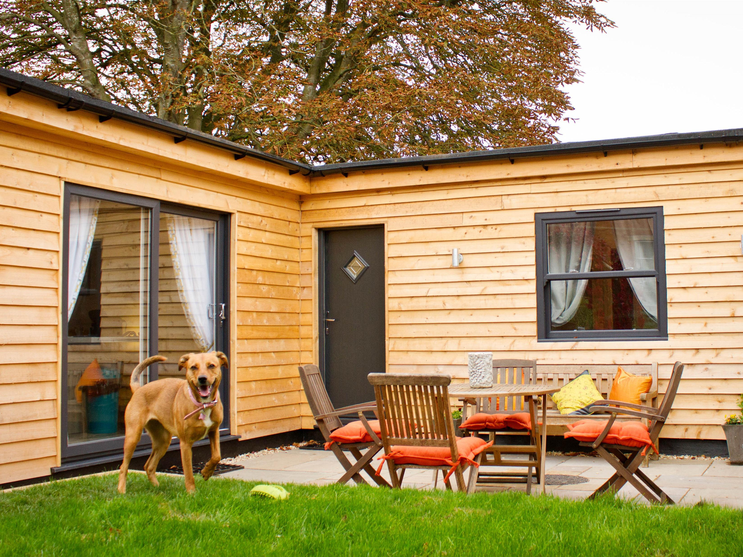 Lodge-Deluxe-Ensuite with Shower-Garden View-Mountlands Lodge
