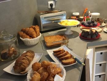 le petit-déjeuner à base de produits frais maison