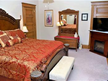 General Ewell Room -Double room-Ensuite with Bath-Standard-Street View