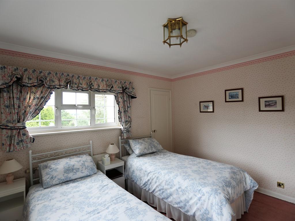 Twin room-Standard-Private Bathroom-Garden View-Room 3