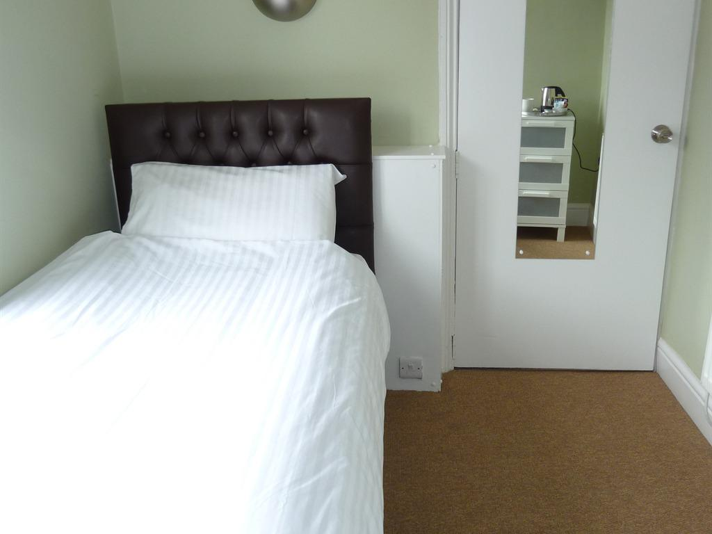 Single Room- English or continental breakfast included