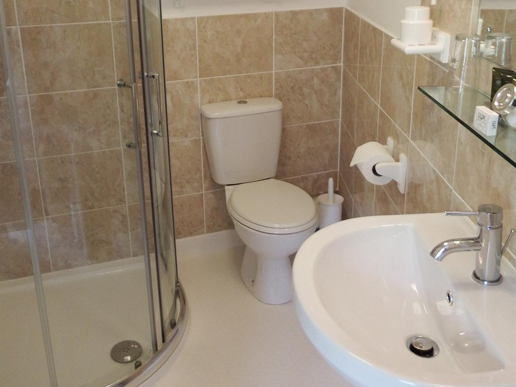 Twin room-Ensuite with Shower-Garden View