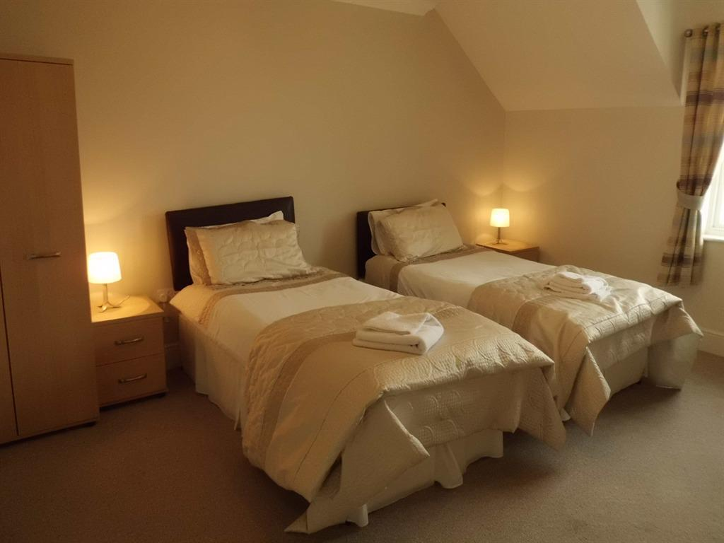 Twin room-Standard-Ensuite - Base Rate