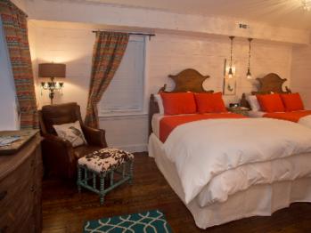 Persimmon Room-Two Queen Beds