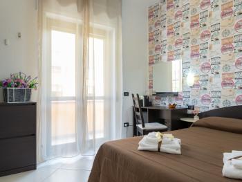 Matrimoniale-Standard-Bagno in camera con doccia-Vista giardino
