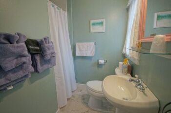 Bathroom Guest Room #1