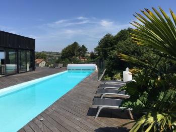 La piscine Quartz, sundeck.