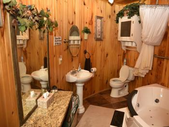 Silo bathroom with jacuzzi tub/shower