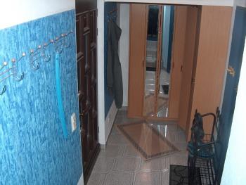 Der Eingangsbereich mit Ihrer separaten Eingangstür (2 Schlüssel) sowie ausreichend Platz für Garderobe und Schuhe