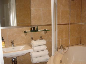 Room 2 en-suite whirlpool bathroom