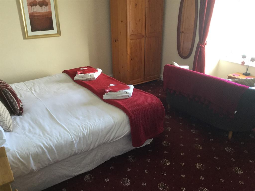 Superking-Double or Twin-Ensuite with Shower-Full-Sea View