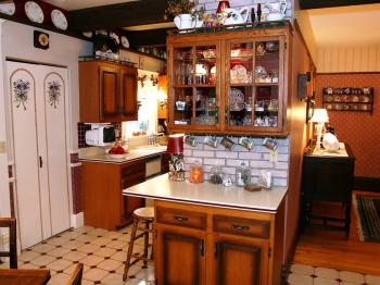 Guests are welcome to the cookie jar and early coffee served from the kitchenette.