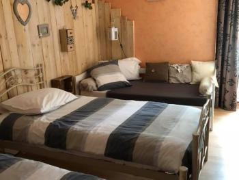 Famille-Communicante-Salle de bain et douche-Vue sur Piscine-RDC