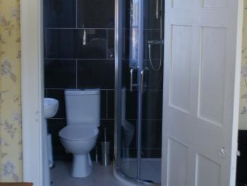 King room with en suite shower