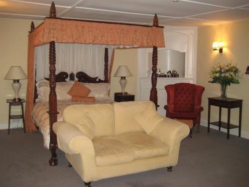 King-Ensuite-Master Room-Room Only