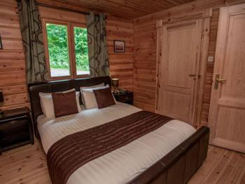 Family room-Luxury-Ensuite with Bath-Lodges 2-Bedroom
