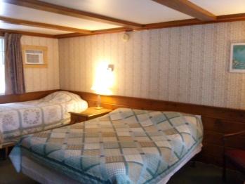 Triple room-Ensuite-Standard-Room #5 (1 queen+ 1 twin)