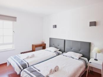 Apartamento-Casa de banho privada-T1-duas camas