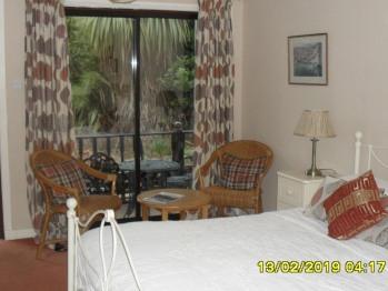 Double room-Large-Ensuite-Garden View