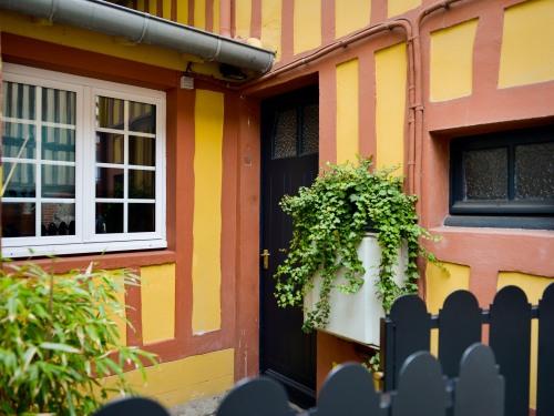 La Maison De Pierre Et Valérie Honfleur France Toproomscom