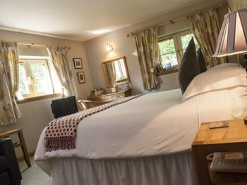 King Ensuite - Riverside - B&B