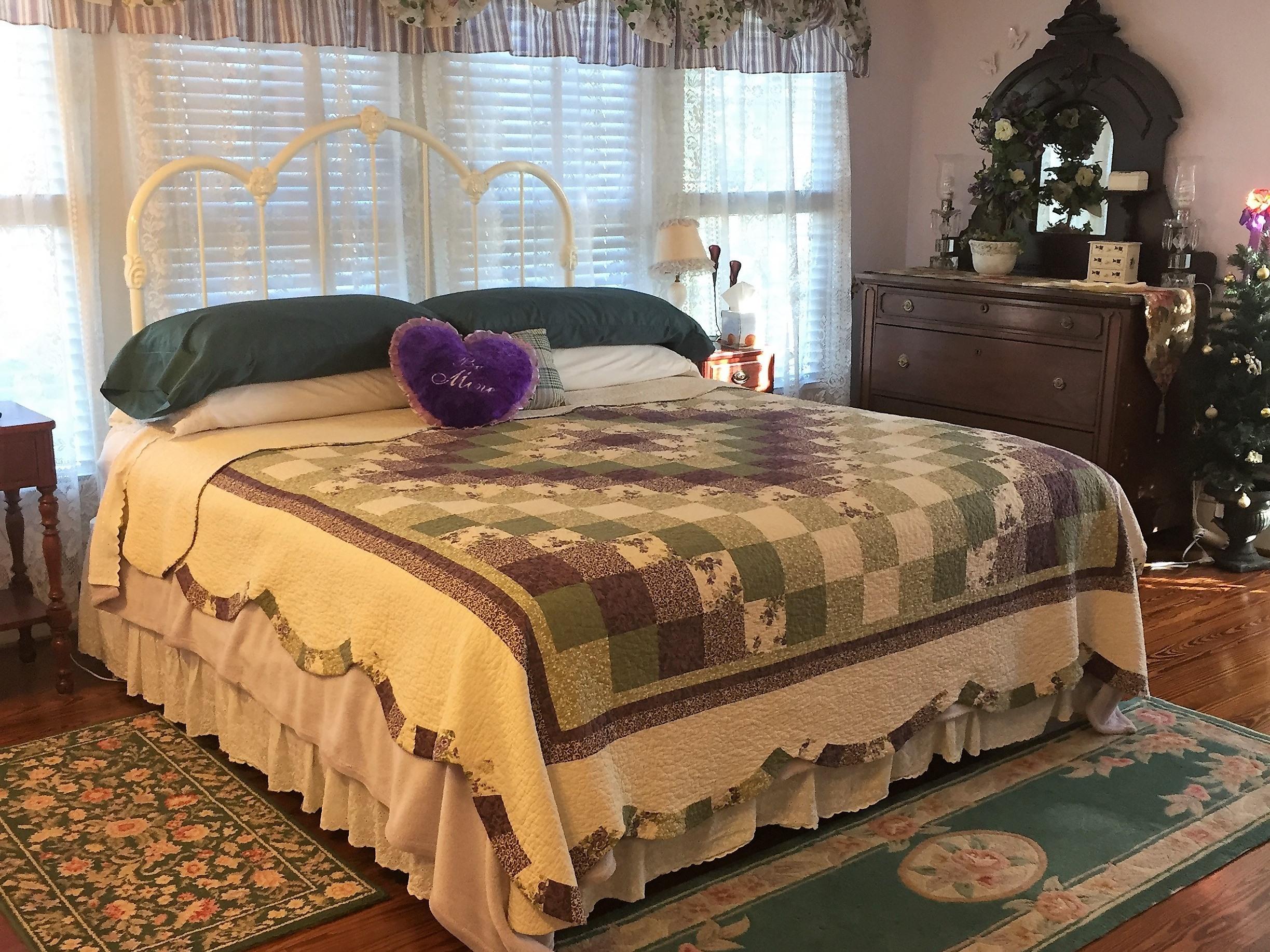 Elizabeth Spence's Room-Triple room-Ensuite-Standard-Street View