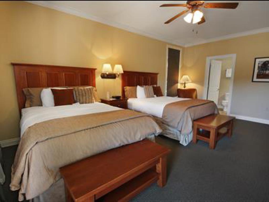 Quad room-Ensuite-Standard-303 Veranda Queen