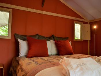 Tent-Superior-Shared Bathroom-Mountain View-Suite glamping