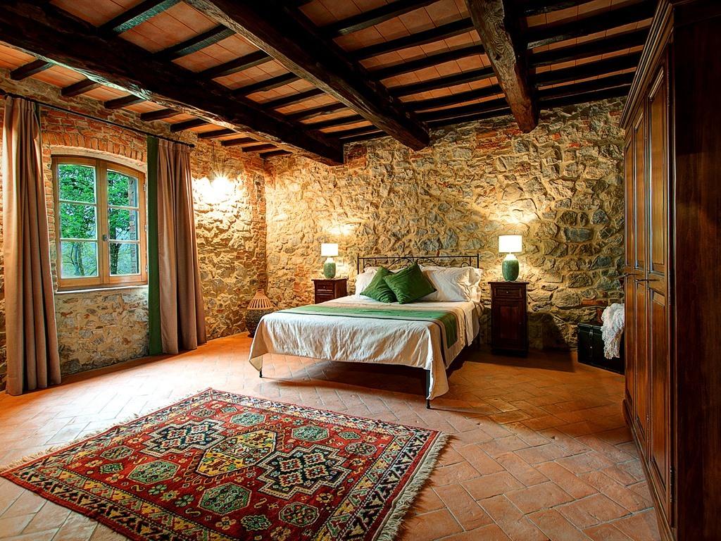 """Suite-Superiore-Bagno in camera con doccia-Vista giardino-""""Girasole"""""""