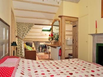 Alnwick Lodge - Premium Guest bedroom