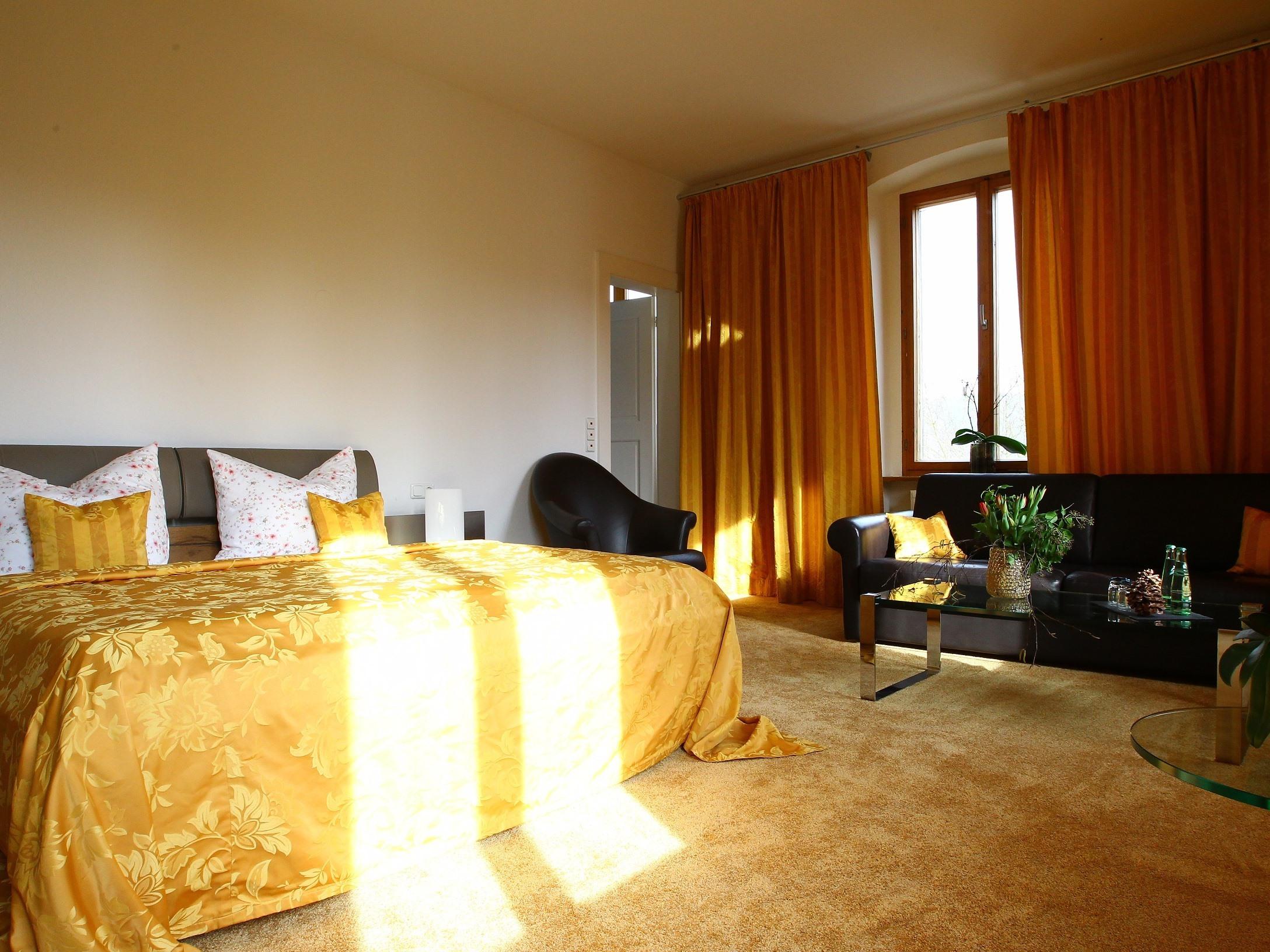 Familienzimmer-Exklusiv-Ensuite Dusche-Gartenblick-Schloss 202