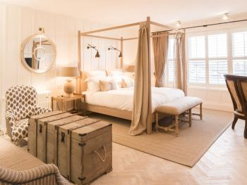 Junior Suite-Luxury-Ensuite with Bath-Partial sea view - Base Rate