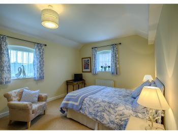 King size bedroom in the self catering cottage (Loose Boxes)