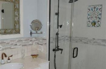 Woodrow Wilson Chamber Bathroom