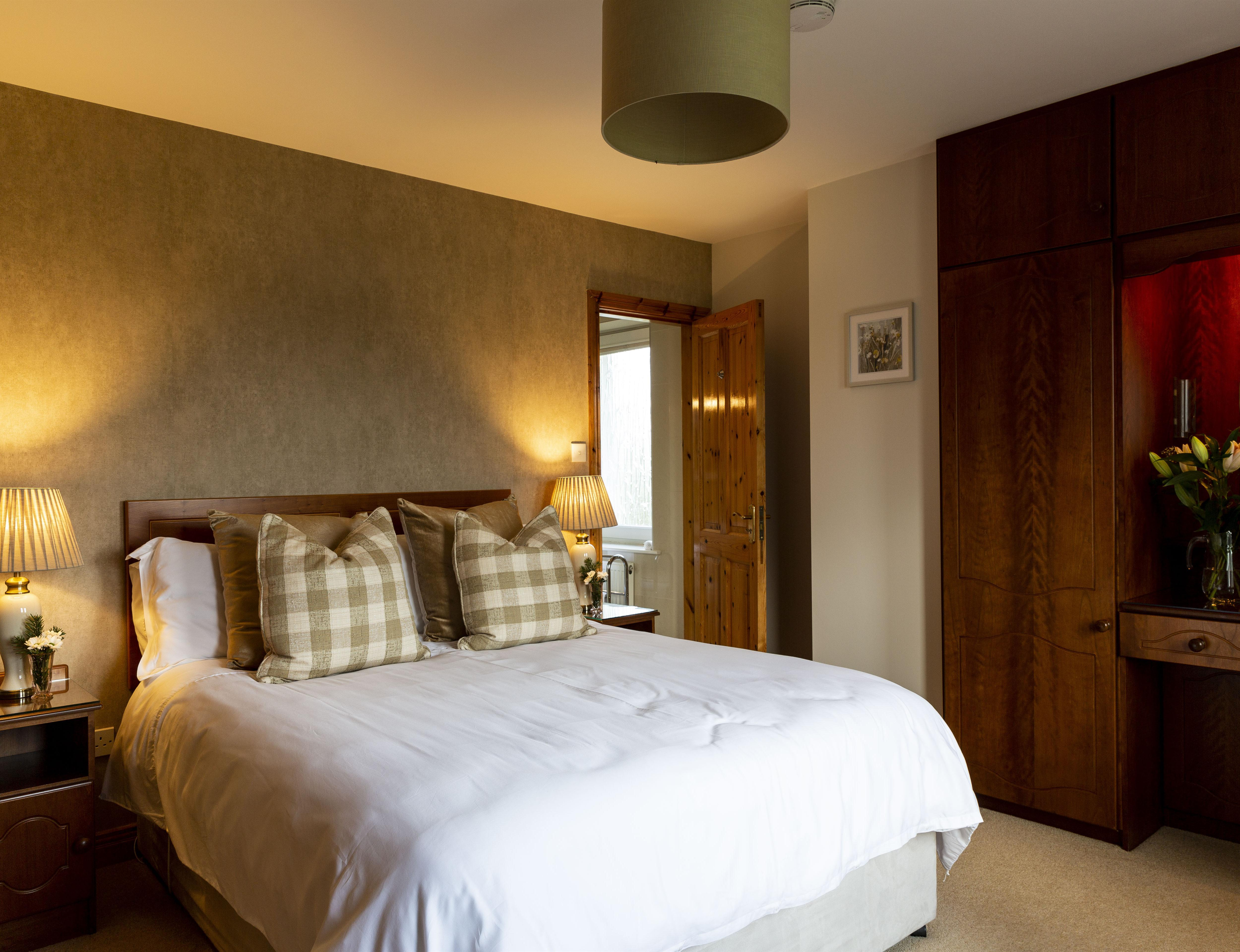 Double room-Deluxe-Ensuite with Shower-Lake View-Heron View Room