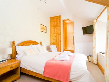 Room 5 – Double En-suite - BREAKFAST INCLUDED