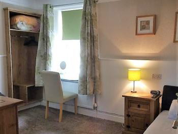 Twin room-Premium-Ensuite with Shower-Street View