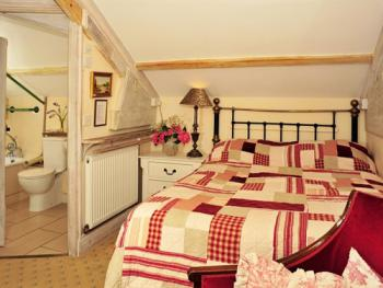 Double room-Ensuite with Bath-Small double Round House