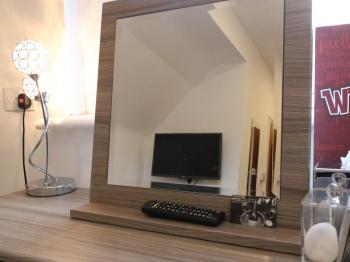 Room 7- Dressing Table