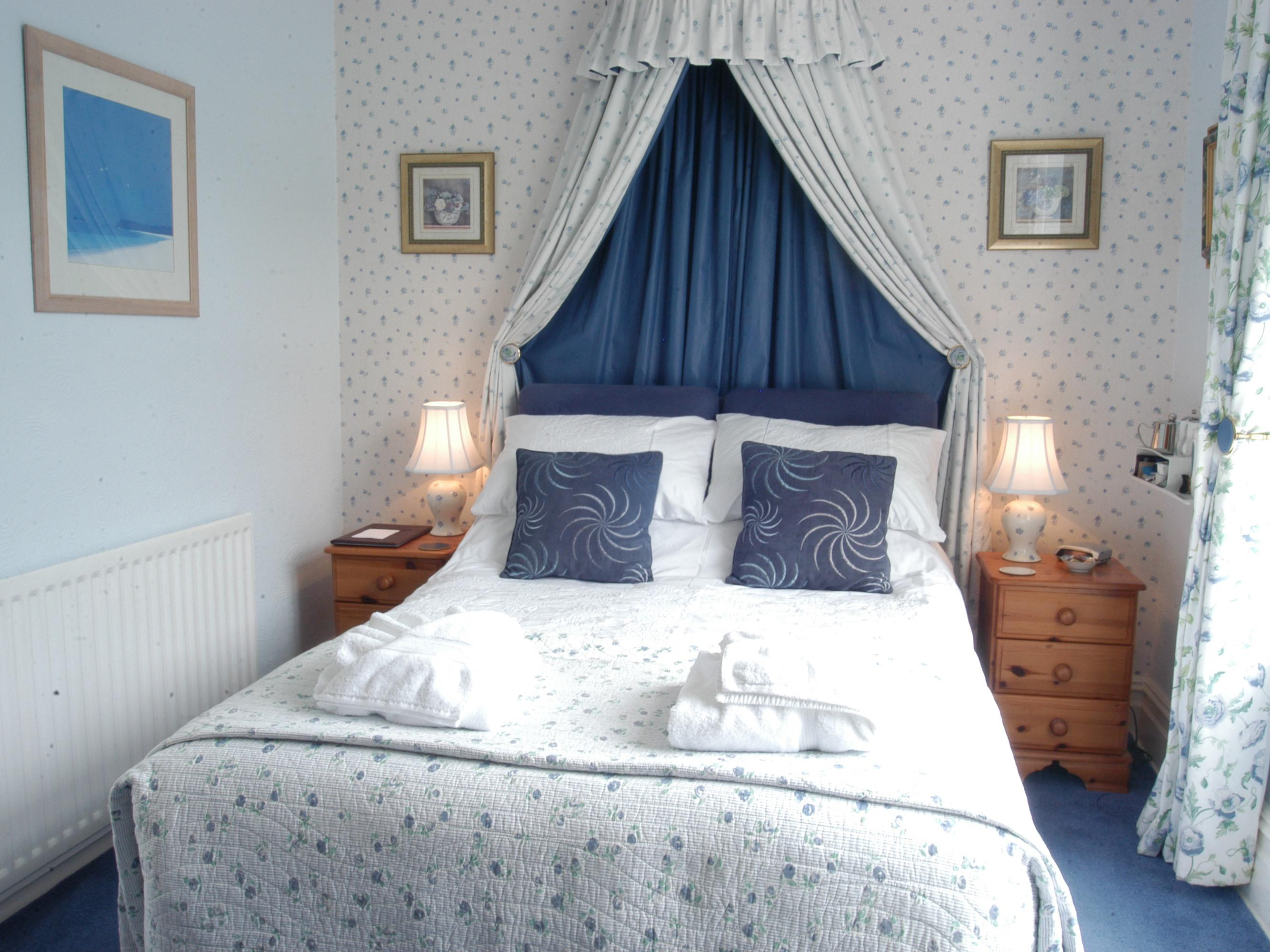 Double room-Standard-Ensuite with Shower-Valley View