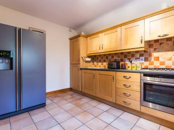 Large spacious kitchen with NEFF 5 ring gas hob and electric oven.