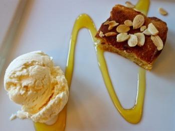 Almond and Amaretto Cake