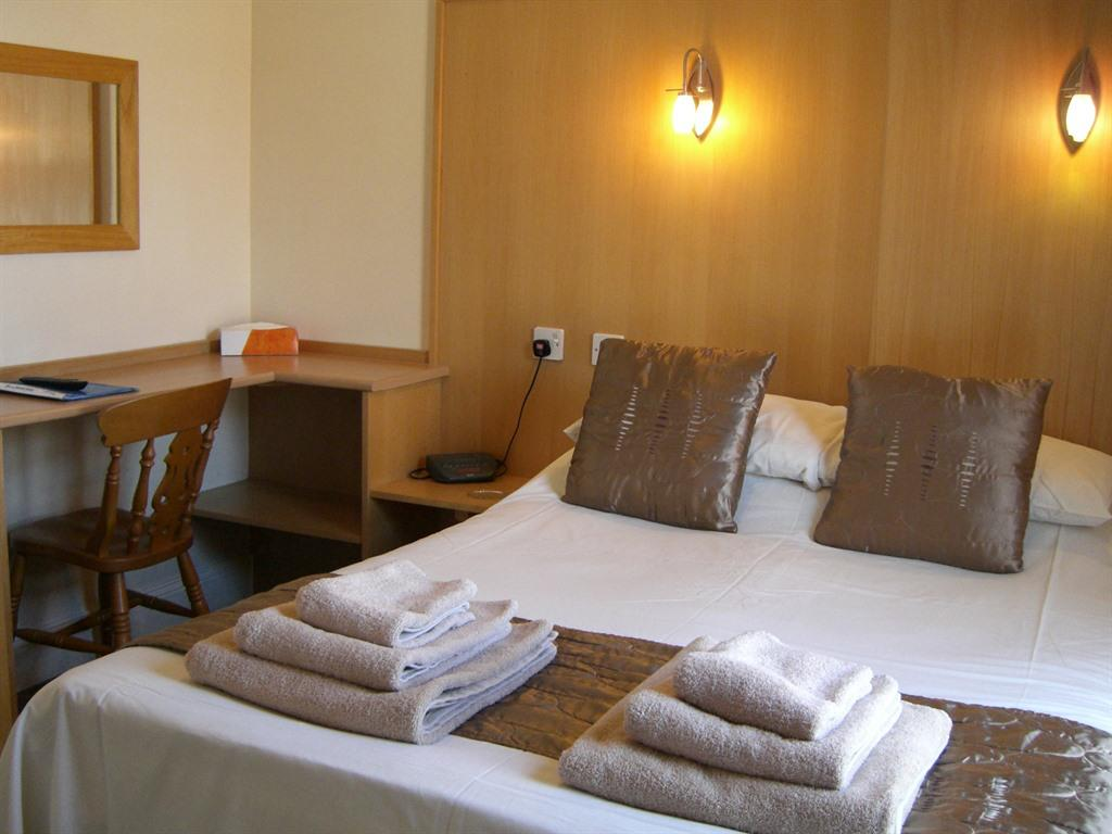 Double room-Standard-Ensuite with Shower-Garden View-Room 4 - Base Rate