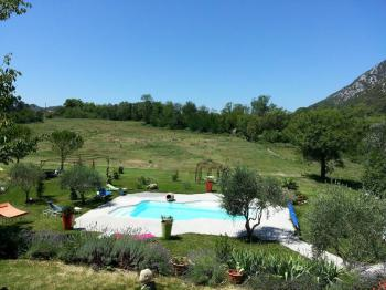 Vue piscine / collines